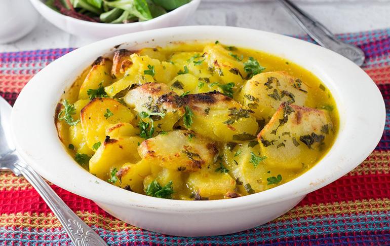 Πατάτες στον φούρνο με κρόκο Κοζάνης