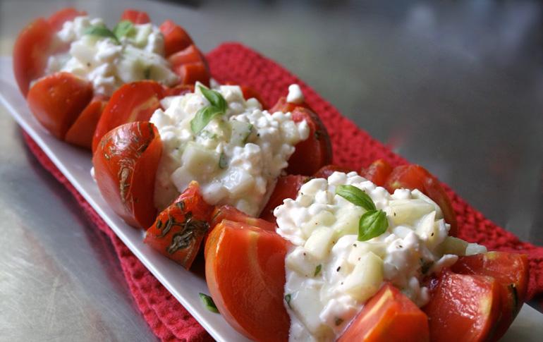 Ντοματίνια γεμιστά με τυρί cottage