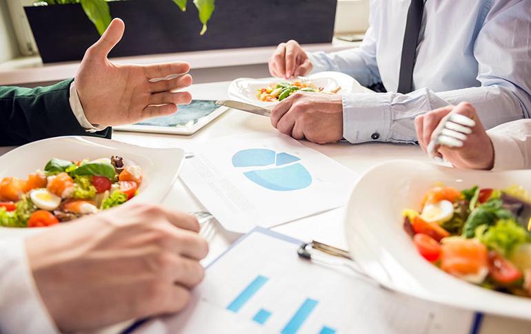 Tips για να προετοιμάζεσαι σωστά για τη δουλειά και να μην χαλάς τη διατροφή σου