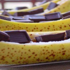 Ψητές μπανάνες με μαύρη σοκολάτα